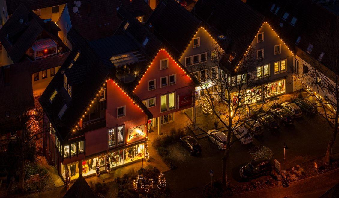 Weihnachtsbeleuchtung Anbringen.Stromspar Tipps Für Die Weihnachtsbeleuchtung Umweltnetz Schweiz